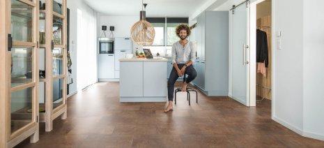 wineo Designboden in der Küche mit stylischer Einrichtung