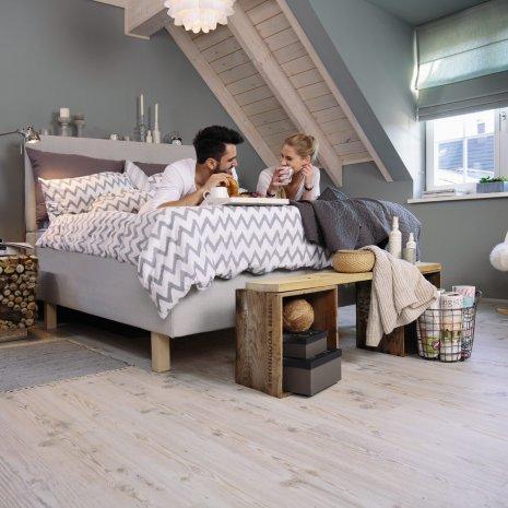 Podłoga laminowana wineo 500 dąb zastosowana w sypialni