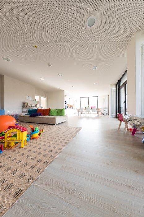 wineo PURLINE Bioboden Klinik Palliativmedizin moderne Einrichtung Spielzeug Küche Esszimmer Bodenbelag Holzoptik
