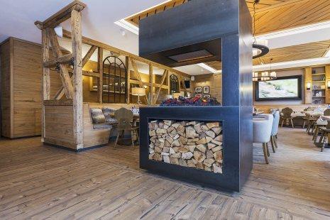wineo Purline Bioboden Holzoptik Hotel Holzmöbel Westernstyle rustikal Kamin