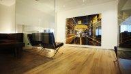 wineo Purline Bioboden Holzoptik Wartebereich Sitzmöglichkeiten warm