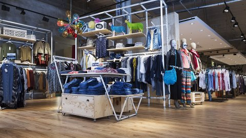 wineo Purline Bioboden Holzoptik Kleidung Modegeschäft